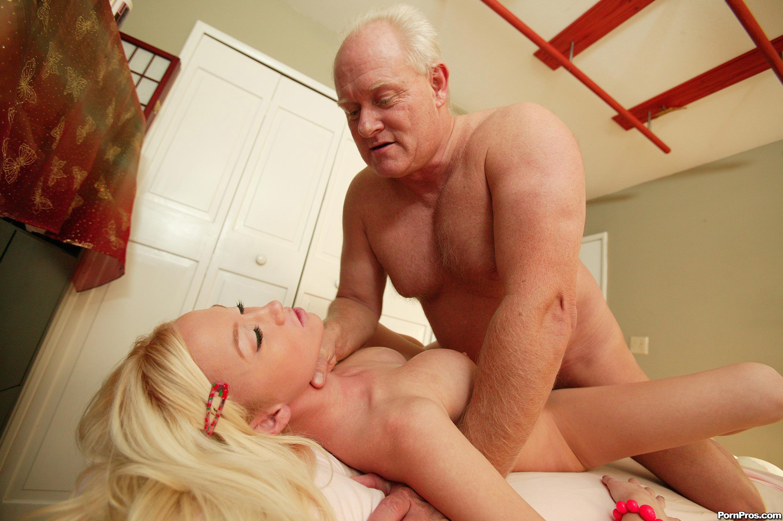 Секс деда с большим членом и внучкой 5 фотография